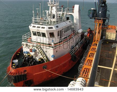 Ship to ship cargo operation