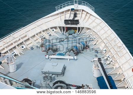 Ship windlass gear with ropes and anchor chains