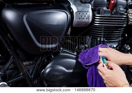 Motorcycles detailing series : Cleaning vintage motorcycle engine with purple cloth