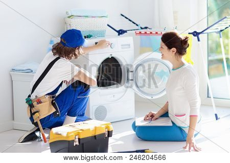 Washing Machine Repair Technician. Washer Service.