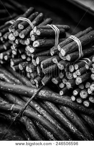 Dry Licorice Sticks, Flavor Detail, Intense Flavor