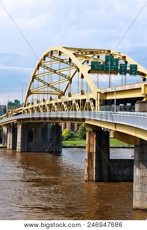 Pittsburgh City, Pennsylvania. Fort Duquesne Bridge Over Allegheny River. Double-decked Bowstring Ar