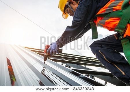[construction Roof] Roofer Worker In Protective Uniform Wear And Gloves, Construction Worker Install