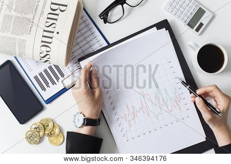 Close Up Businesswoman Examining The Situation On The Market. Business Financial Concept. Data Analy