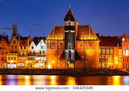 Old Harbour Crane And City Gate Zuraw In Old Town Of Gdansk, Dlugie Pobrzeze And Motlawa River At Ni
