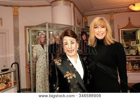 LOS ANGELES - JAN 18: Donelle Dadigan, Leeza Gibbons at the Hollywood Museum's celebration for the 40th Anniversary of
