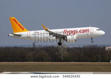 Budapest / Hungary - April 8, 2019: Pegasus Airlines Airbus A320 Neo Tc-nbf Passenger Plane Arrival
