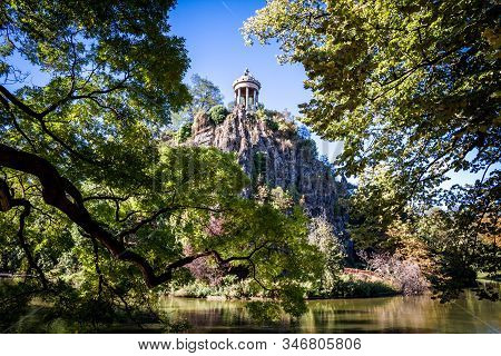 Sibyl Temple And Lake In Buttes-chaumont Park, Paris, France