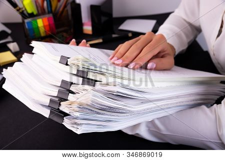 Business Woman Office Workers Holding Are Arranging Documents Of Unfinished Documents On Office Desk