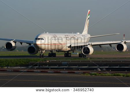 Paris / France - April 24, 2015: Etihad Airways Airbus A340-600 A6-ehk Passenger Plane Arrival And L
