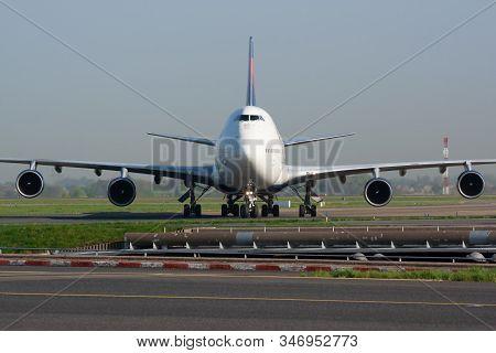 Paris / France - April 24, 2015: Delta Airlines Boeing 747-400 N662us Passenger Plane Arrival And La