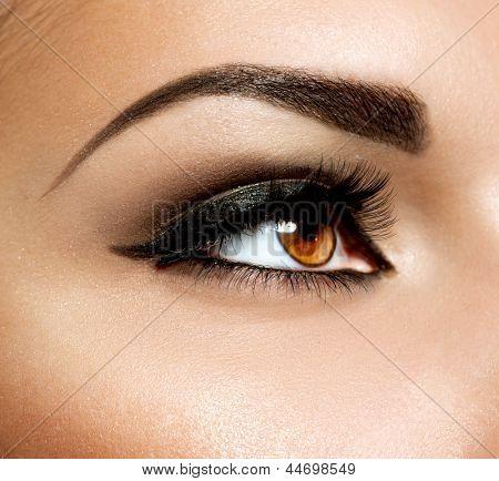 Brown Eye Makeup. Eyes Make-up. Beautiful Eyes Vintage Style Make up detail. Eyeliner