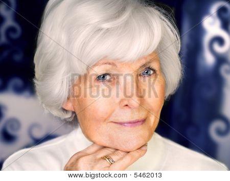 Ritratto di bella donna Senior