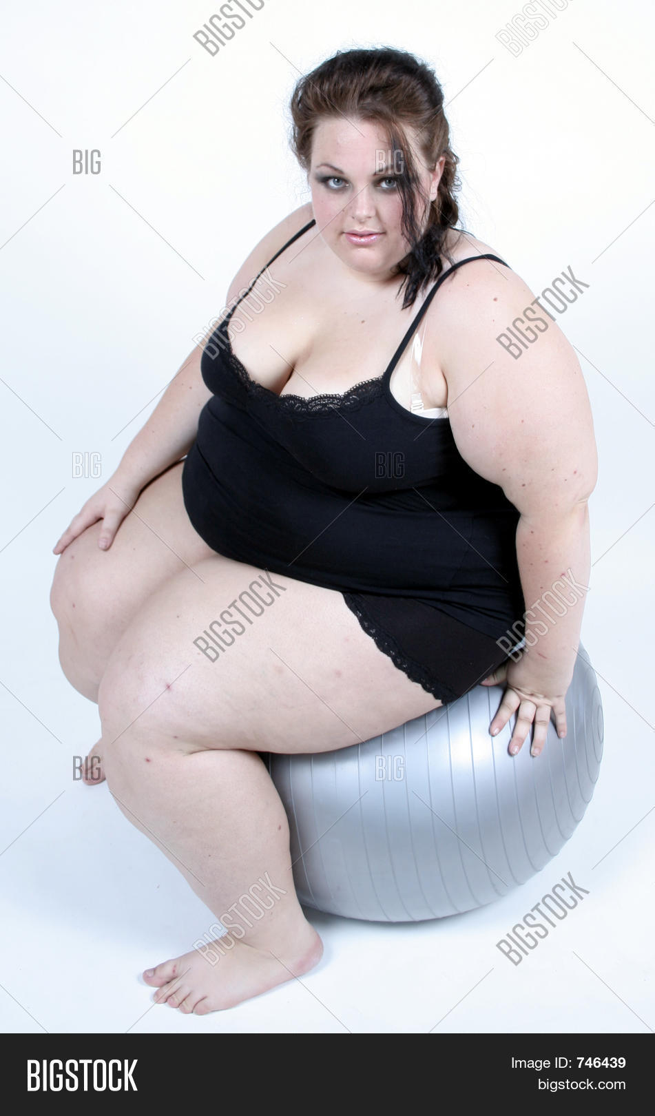 Sophie howard cleavage
