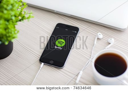 Iphone 6 Space Gray With Service Spotify On The Screen
