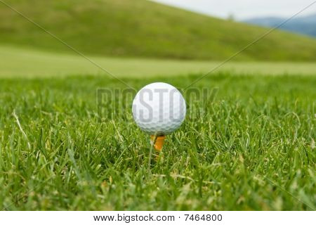 Golf ball on the pin