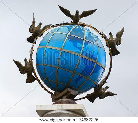 Statue Globe