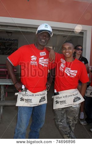 LOS ANGELES - OCT 25:  Glynn Turman, Donis Leonard Jr at the Habitat for Humanity build by Showtime's