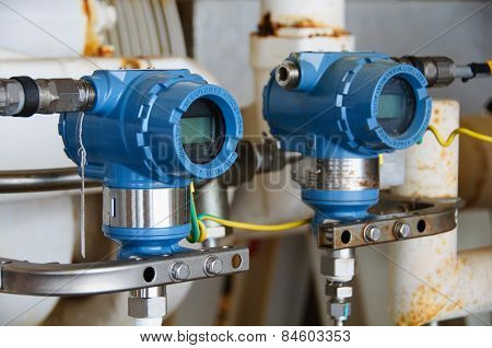 Pressure transmitter in oil and gas process , send signal to controller and reading pressure