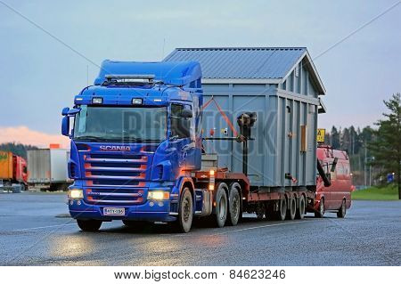 Scania R500 Hauls An Exceptional Load At Dusktime