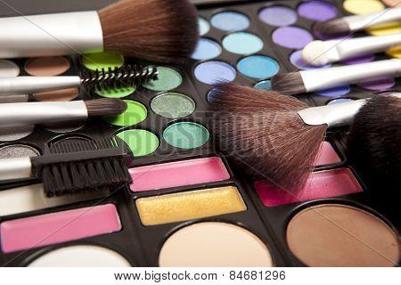 Makeup brushes and makeup eye shadows