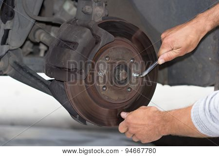 Forward brake on the car repeiring