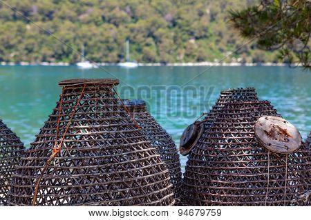 Sea fishing traps