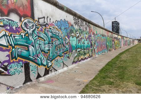 berlin wall, graffiti on east side gallery