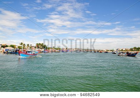 Quang Ngai, Vietnam - July  5, 2012: Fishing Boats Are Mooring Together In The Sea