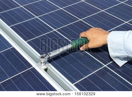 Hand Tightening Solar Panel Clamp with Torque Wrench