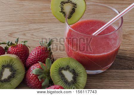 A glass of strawberry juice wiht kiwi