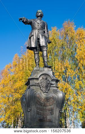 Peter the Great, the founder of Petrozavodsk. Monument stands on the Onezhskaya Embankment, near the port. Monument opened in 1873. Autumn leaves reinforce a sense of the greatness of the Reformer's figure