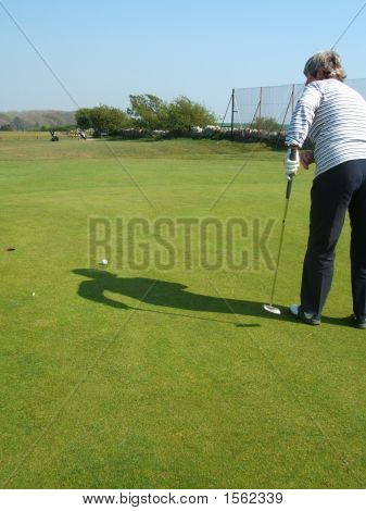 Eyeing Up The Putt