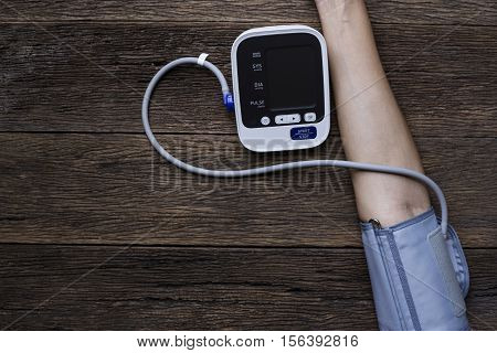 Measuring blood pressure and pulse, top view