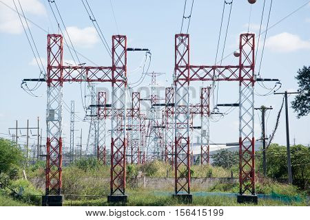 Pole high-voltage transmission voltage white red for several high-Avold.