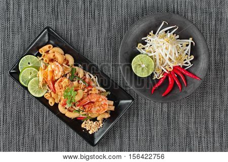 Thai Fried Macaroni With Shrimp , Call Pad Thai Macaroni In Thai.