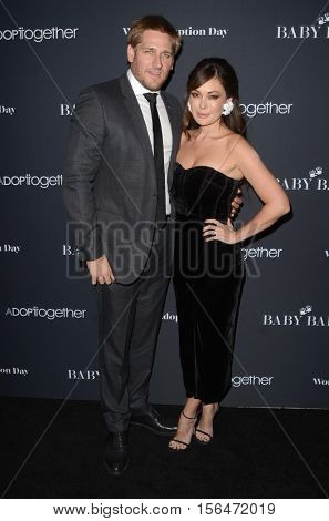 LOS ANGELES - NOV 11:  Curtis Stone, Lindsay Price at the Annual Baby Ball in honor of World Adoption Day at NeueHouse on November 11, 2016 in Los Angeles, CA