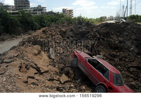 TYRE,LEBANON-JULY 31: Unidentified Civilians fleeing the Israeli bombardment on July 31, 2006 in Tyre,Lebanon.