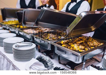 catering,waiter, food, event, service, waitress, party, restaurant, wedding, banquet, dish, serving, people, white, cafe, server, meat, table, work,