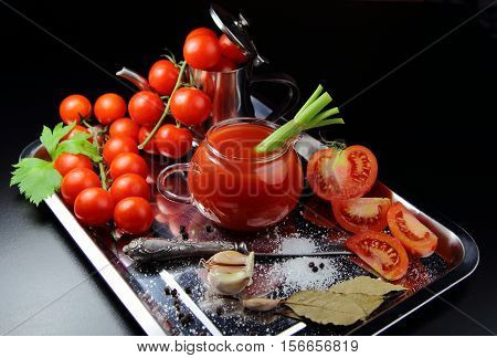 tomato juice with fresh tomatoes, garlic, salt and pepper
