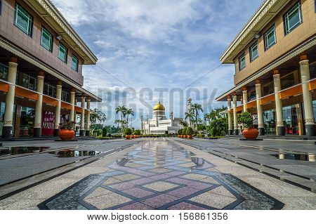 Omar Ali Saifuddien Mosque and Yayasan Shopping Complex,Bandar Seri Begawan Brunei Darussalam.The two nearby beautiful buildings and attraction in Brunei Darussalam.