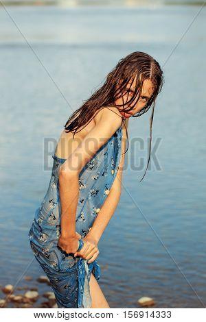 Pretty Girl Wrings Dress
