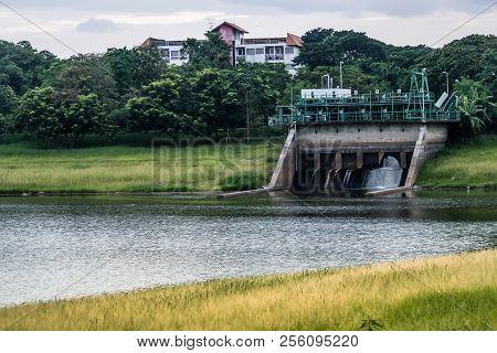 Floodgates Open On Concrete River Dam , Concrete  .