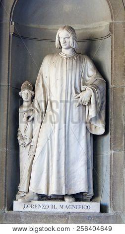 Statue Of Lorenzo De Medici In Uffizi Colonnade, Florence