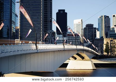 Brisbane, Australia - Sunday 19Th August, 2018: View Of Victoria Bridge And Brisbane City During The