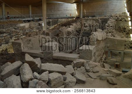 Set Of Houses Very Well Preserved In The Archaeological Site Of Acrotiri. Archeology, History, Trave