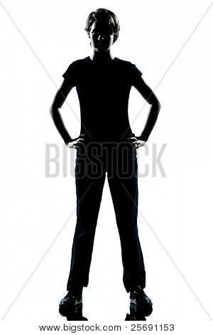 een jonge tiener Kaukasische silhouet jongen of meisje permanent handen op de heupen volledige lengte in studio knippen