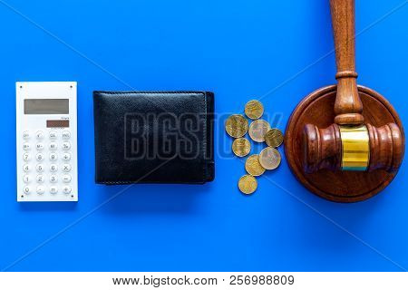Financial Failure, Bankruptcy Concept. Personal Bankruptcy. Judge Gavel, Wallet, Coins, Calculator O