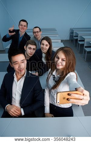 2016.01.17 Business School Training In The Samara State University. Team Of Young Multicultural Mill