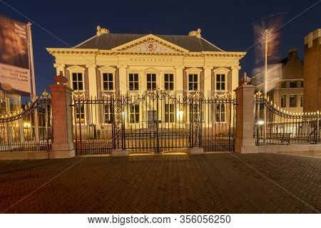 The Hague , Februari 17 2019: The Hague, The Netherlands. Building Of The Mauritshuis With Long-flut